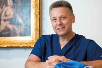Intervju: prof. dr. Uroš Ahčan, dr. med., spec. plastične, rekonstrukcijske in estetske kirurgije