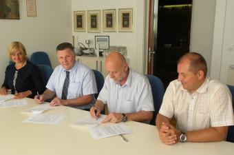 Lekarna Ljubljana podpisala pogodbo o opravljanju lekarniške dejavnosti v občini Cerknica