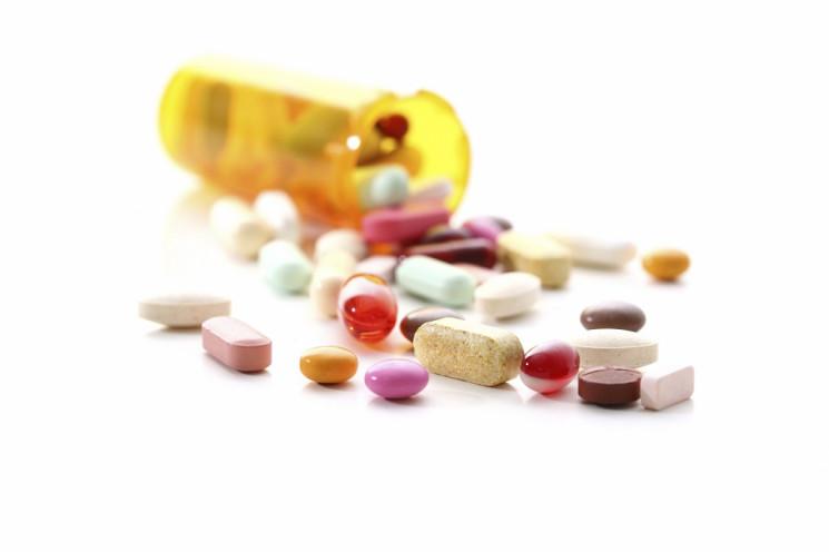 Uporaba zdravil med izbruhom bolezni COVID 19 V